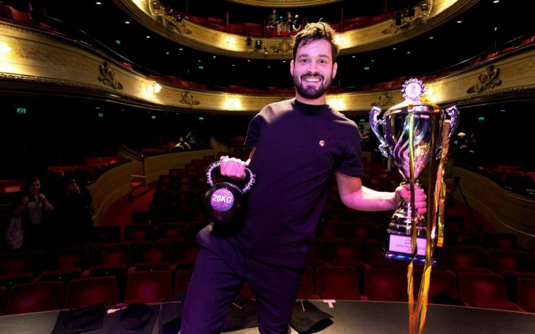 Jasper van der Veen overtuigende winnaar Leids Cabaret Festival